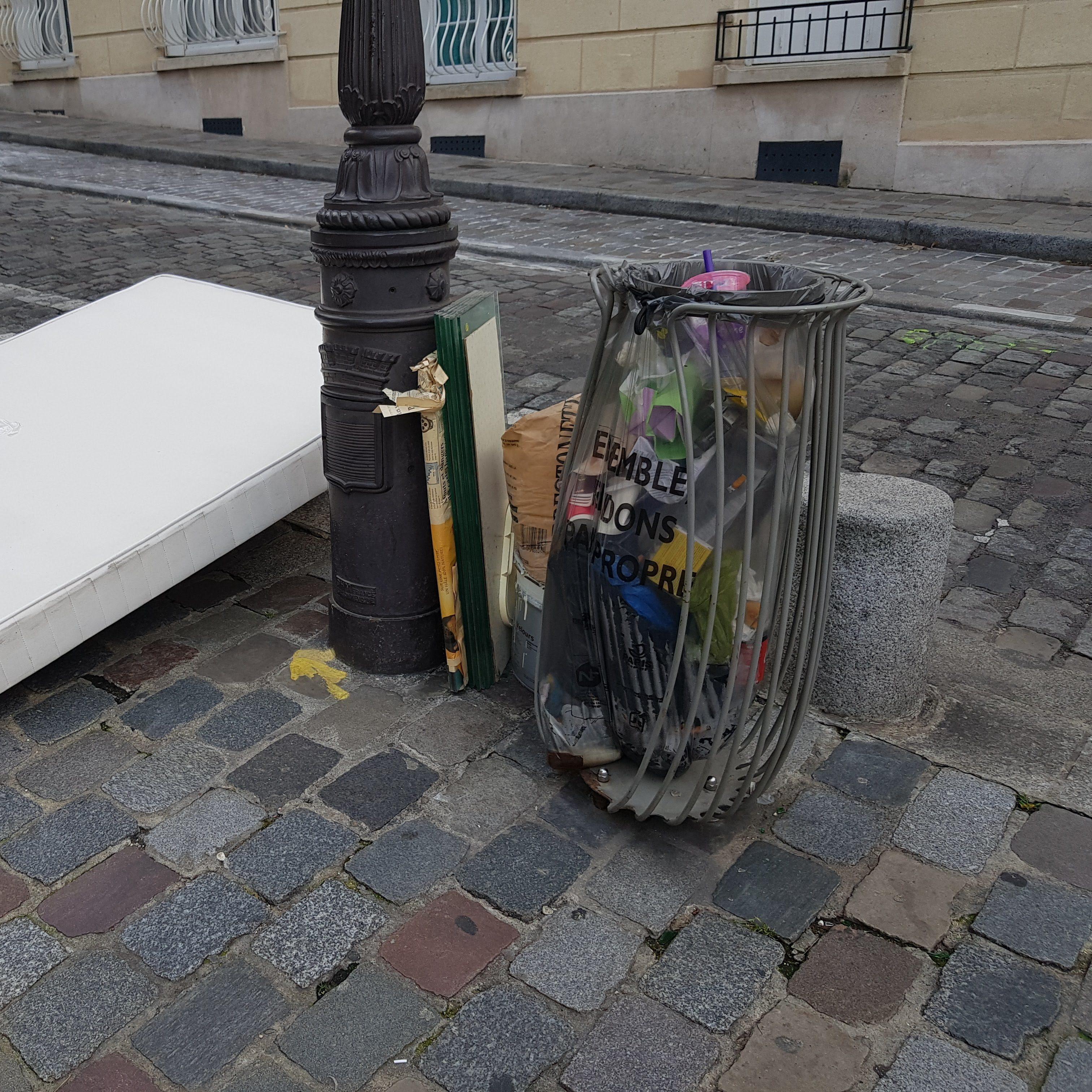 Paris pue. Poubelles Paris